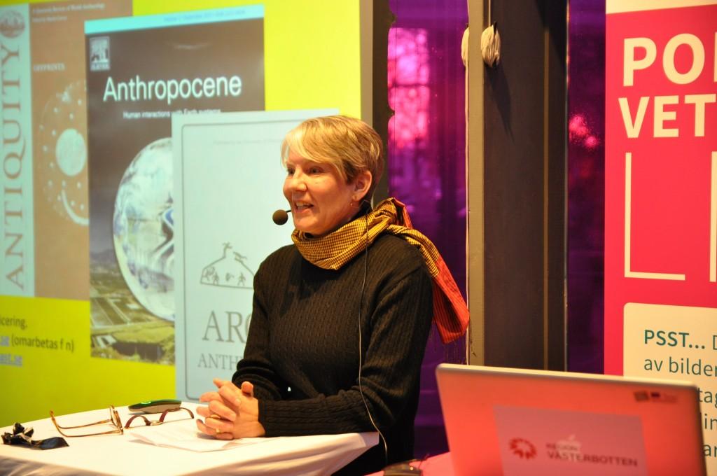 Ingela Bergman, docent i arkeologi , Stiftelsen Silvermuseet i Arjeplog på plats på Forskartorget Umeå.
